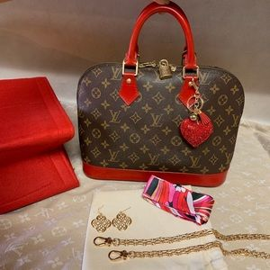 Authentic Louis Vuitton Alma Handbag 👜❤️🌺🌸